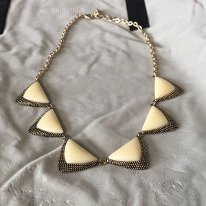 Jewelry - ❤️5 for 20❤️ Very elegant necklace
